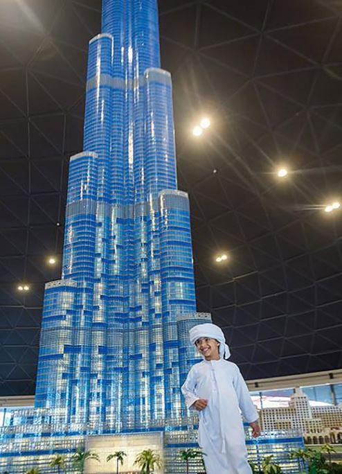 مجسم برج خليفة بدبي المصنوع من مكعبات الليغو يسجل رقمًا قياسيًا