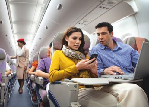 طيران الإمارات تُعزِّز خدمة الواي فاي المجانية على متن طائراتها